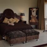 Honeymoon Suite Side